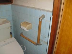 トイレに手すりを取付ました。